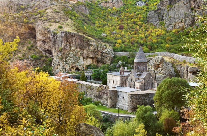 "Bloomberg: Why you should go to ""electric"" Armenia now"